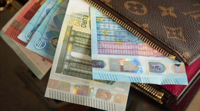 bank notes business cash 417395 660x365 - Payoneer CEO Skeptical Of Bitcoin (BTC)